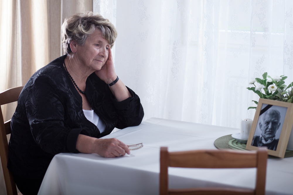 Subjective feelings of loneliness were linked to levels of amyloid-beta in cognitively normal older people, suggesting it may be an early sign of Alzheimer's disease.
